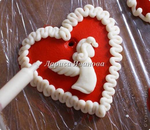 Всем мастерицам доброго времени суток! Предлагаю сделать простенькие валентинки друзьям и родным на подарки.  фото 7