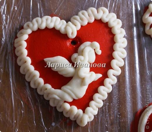 Всем мастерицам доброго времени суток! Предлагаю сделать простенькие валентинки друзьям и родным на подарки.  фото 8