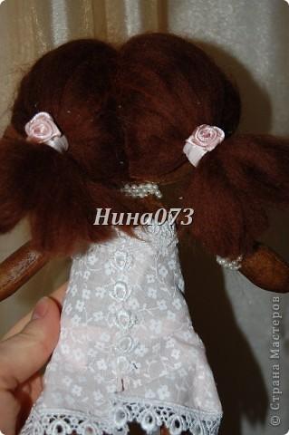 Это мой дебют в пошиве чердачной куклы, дааааа уж загореленькая она у меня получилась, я подумала сначала назвать ее Веснянка ))))))))))0но не больно она подходила под это имя, затем Смуглянка))))  как и все девочки уж такая кокетка и деловушечка фото 4