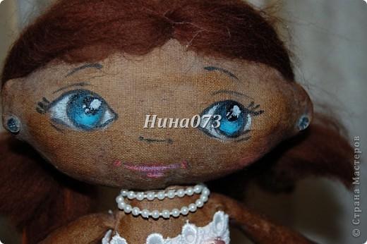 Это мой дебют в пошиве чердачной куклы, дааааа уж загореленькая она у меня получилась, я подумала сначала назвать ее Веснянка ))))))))))0но не больно она подходила под это имя, затем Смуглянка))))  как и все девочки уж такая кокетка и деловушечка фото 5