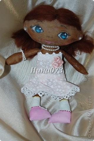 Это мой дебют в пошиве чердачной куклы, дааааа уж загореленькая она у меня получилась, я подумала сначала назвать ее Веснянка ))))))))))0но не больно она подходила под это имя, затем Смуглянка))))  как и все девочки уж такая кокетка и деловушечка фото 6