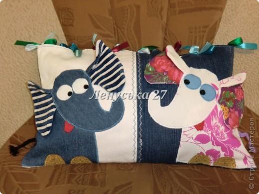ВЕСНА... Слоны влюбляются. Продолжаю тему подушек. Остальные работы буду добавлять в этот же блог. Эта подушка для маленькой племяшки. Идея взята здесь http://my-handmade.livejournal.com/45888.html#cutid1 .  фото 1
