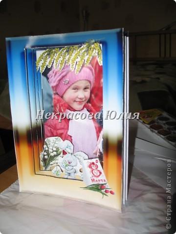 Делали с сыном в подарок девочке на 8 марта я придумала дизайн и распечатала заготовки Юра вырезал я собрала фото 2