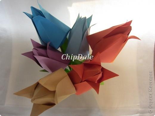 Здравствуйте, дорогие мастера и мастерицы! Первый раз в жизни делала оригами. Получились 6 тюльпанчиков - 5 в подарок к 8 марту соседям, а 6 - мне, на память. :) фото 2