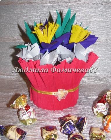 Мои первые букетики из конфет фото 1