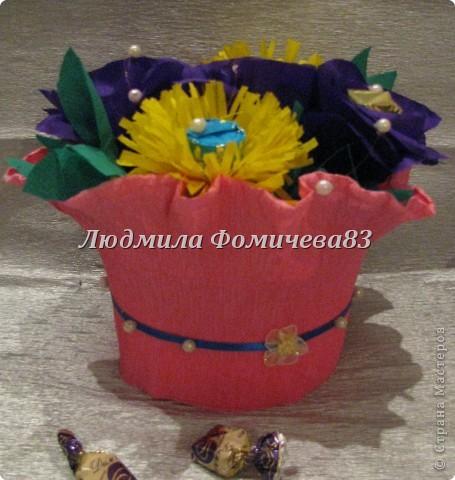 Мои первые букетики из конфет фото 4