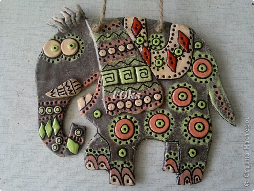 Всем доброго времени суток! Представить свой веселый зоопарк в стиле этно (слепила на подарочки к 8 Марта). Надеюсь его жители поднимут Вам настроение....   Слон  Всех огромней в джунглях слон. Напролом шагает он. Грозно бивнями блестит, Вкусно листьями хрустит.  (источник - http://little-kinder.ru/pages/view/278.html ) фото 1