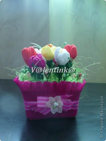 Всех поздравляю с весенним праздником, желаю в сердце любви и в душе вечной весны. Я в предверии праздника опробовала для себя новую технику - конфетных букетов. И получилось три букета учителям моих детей.  фото 3