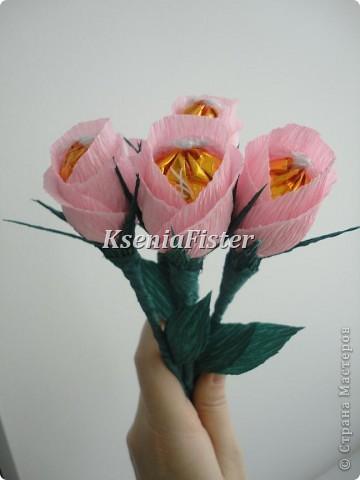 цветочки выполнены из конфет фото 2