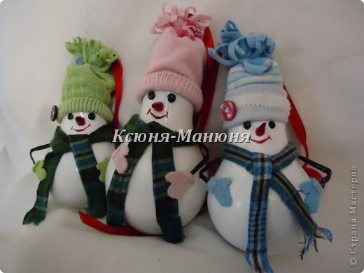 Снеговики из перегоревших лампочек фото 1