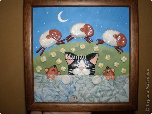 Котик и мышки легли спать и считают овечек. Зверюшки из солёного теста, фон - гуашь, одеяло сшито специально для них. фото 1