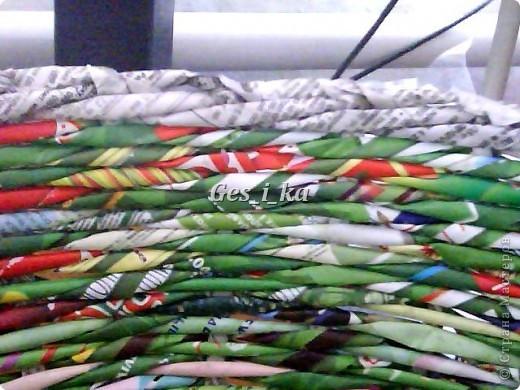сплеласть такая вот плетенка из рекламок, специально подбирала, чтоб не красить, люблю пестроту. фото 4