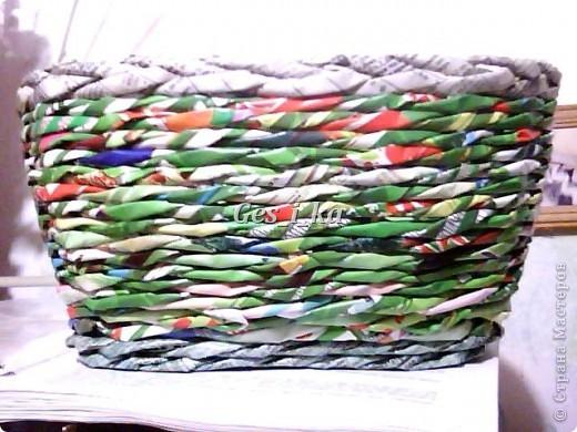 сплеласть такая вот плетенка из рекламок, специально подбирала, чтоб не красить, люблю пестроту. фото 1