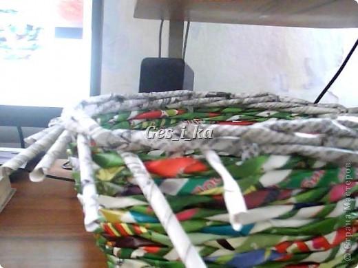 сплеласть такая вот плетенка из рекламок, специально подбирала, чтоб не красить, люблю пестроту. фото 10