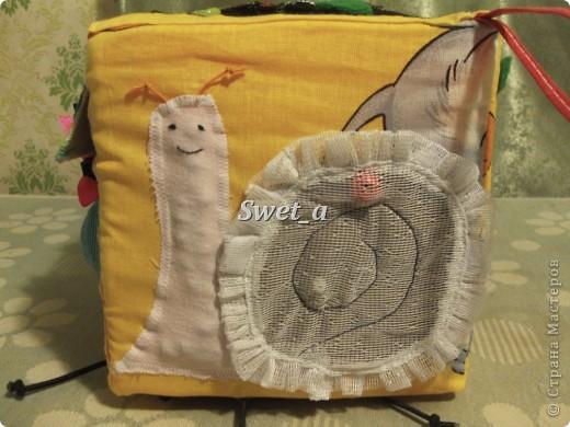Кубик для племянника. Божья коровка растегивается, внутри на ткани пчелка. Ножки-резиночки. фото 6