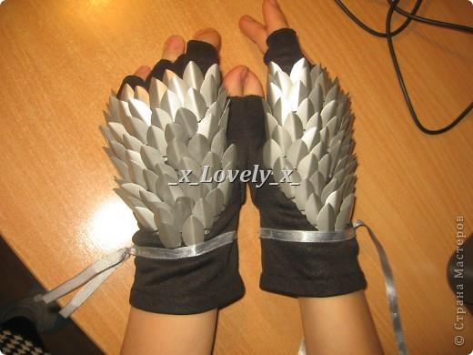 Мои перчатки. В принципе похожи на чешуйчатые доспехи. Куда носить - понятия не имею, но нравятся безумно.. Идея увидела тут - http://www.novate.ru/blogs/220212/20135/ И собственно мк))) фото 2