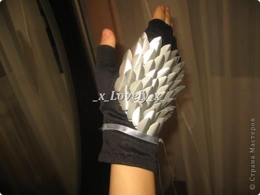 Мои перчатки. В принципе похожи на чешуйчатые доспехи. Куда носить - понятия не имею, но нравятся безумно.. Идея увидела тут - http://www.novate.ru/blogs/220212/20135/ И собственно мк))) фото 13