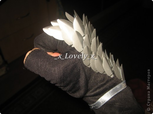Мои перчатки. В принципе похожи на чешуйчатые доспехи. Куда носить - понятия не имею, но нравятся безумно.. Идея увидела тут - http://www.novate.ru/blogs/220212/20135/ И собственно мк))) фото 3
