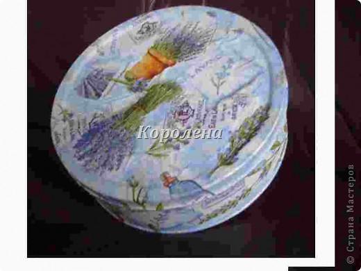 Дебют.Металлическая коробка из под немецкого печенья задекупажена светленькой салфеточкой. фото 1