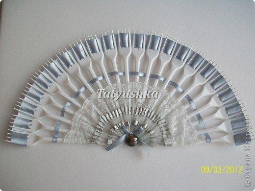 Попробуем сделать простой веер из пластмассовых      одноразовых вилок. фото 37