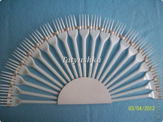 Попробуем сделать простой веер из пластмассовых одноразовых вилок. фото 19