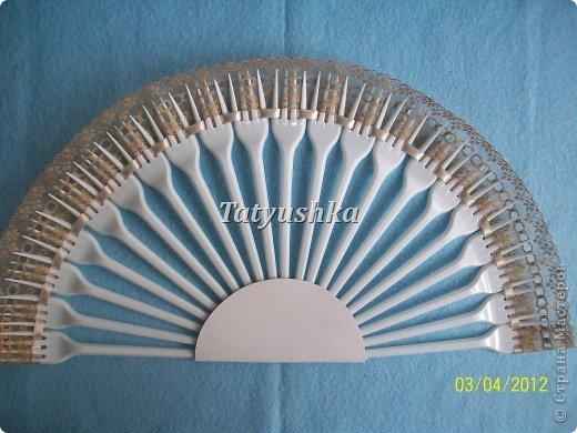 Попробуем сделать простой веер из пластмассовых одноразовых вилок. фото 23