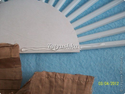 Попробуем сделать простой веер из пластмассовых одноразовых вилок. фото 25