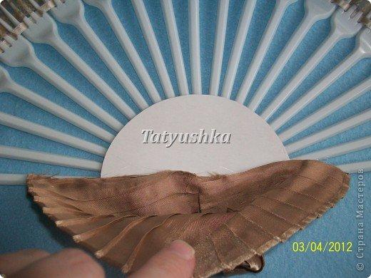 Попробуем сделать простой веер из пластмассовых одноразовых вилок. фото 26