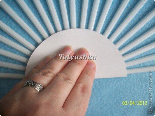 Попробуем сделать простой веер из пластмассовых одноразовых вилок. фото 9