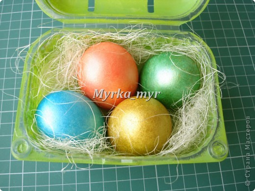 """Такую простую коробочку можно сделать для пасхальных яичек. Коробочка родилась потому что свекровь позвала в гости на пасху. И я подумала:"""" В чем же я понесу свои красивые яички?""""  фото 3"""