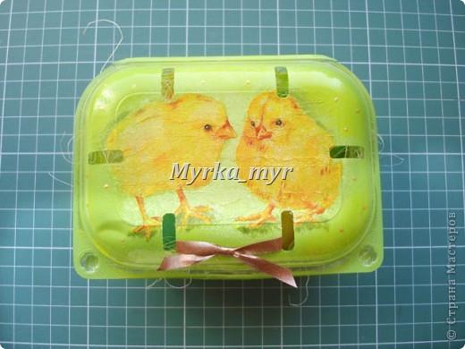 """Такую простую коробочку можно сделать для пасхальных яичек. Коробочка родилась потому что свекровь позвала в гости на пасху. И я подумала:"""" В чем же я понесу свои красивые яички?""""  фото 1"""