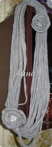 Решила попробовать сделать из футболки шарфик,затем фантазия разгулялась и ... получилось ожерелье!) фото 2