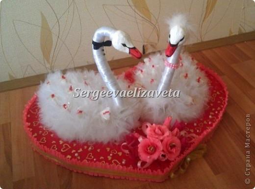 Лебеди из конфет фото 3