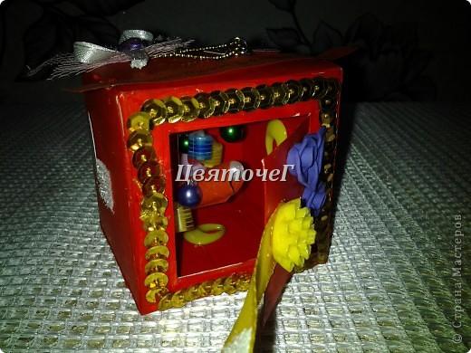 вместо открытки решила подарит подруге волшебную коробочку, сделанную своими руками. Внутри свиток, куда она должна написать свое заветное желание, которое исполнится в течение года)  фото 1