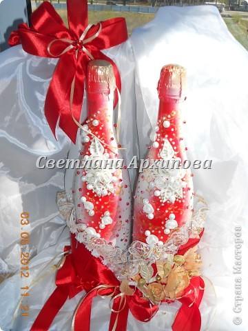 Вот такие получились бутылочки для свадьбы 5.05.2012.Корзиночка для бутылочек приобретена невестой. фото 3