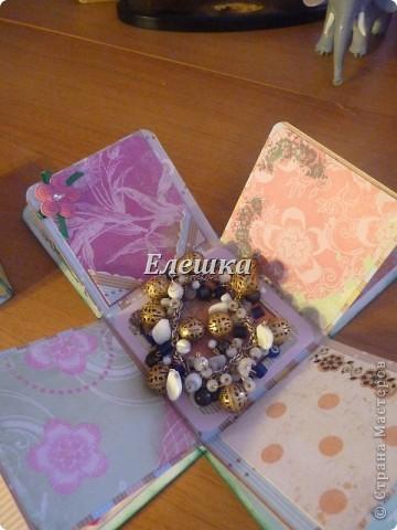 Два мини-альбома для лучших подружек, внутри каждого лежал браслет ручной работы) фото 4