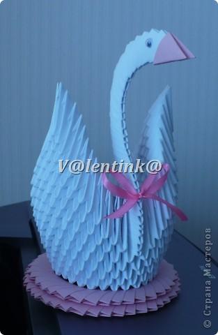 Вот и я решиласть на белого лебедя из треугольных модулей оригами. Получилась вот такая лебедушка. фото 1