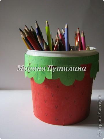 Мой сынок захотел карандашницу похожую на клубнику. Мы стали думать и придумали. фото 6