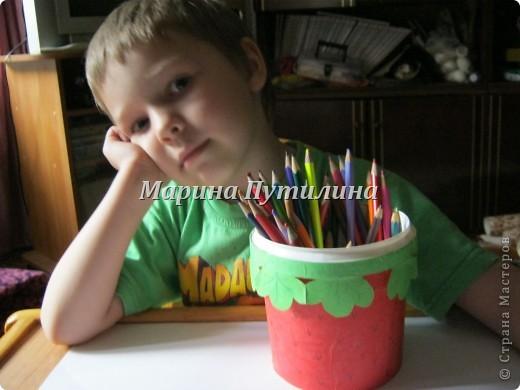 Мой сынок захотел карандашницу похожую на клубнику. Мы стали думать и придумали. фото 1