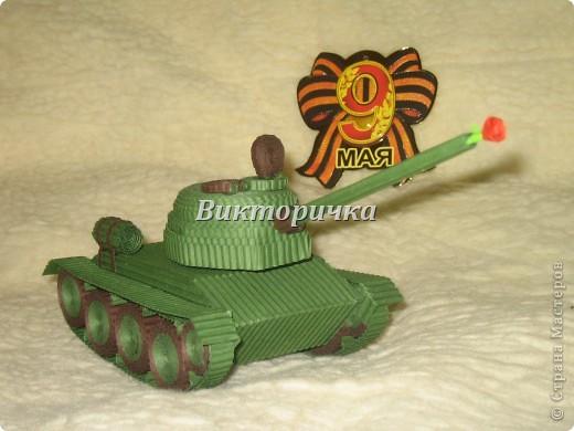 """Давно бродили мысли по созданию ещё одной игрушки для мальчишек ТАНКА. И тут получаю приглашение от Леночки Крошко на """"дегустацию"""" подобной работы. Вдохновившись новыми впечатлениями и собрав всю имеющуюся у меня информацию, приступила к проектированию и чертежам! Итог - Произвольное """"прочтение""""  танка Т-34. фото 1"""