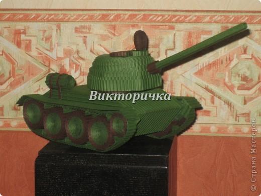 """Давно бродили мысли по созданию ещё одной игрушки для мальчишек ТАНКА. И тут получаю приглашение от Леночки Крошко на """"дегустацию"""" подобной работы. Вдохновившись новыми впечатлениями и собрав всю имеющуюся у меня информацию, приступила к проектированию и чертежам! Итог - Произвольное """"прочтение""""  танка Т-34. фото 13"""