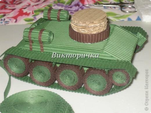 """Давно бродили мысли по созданию ещё одной игрушки для мальчишек ТАНКА. И тут получаю приглашение от Леночки Крошко на """"дегустацию"""" подобной работы. Вдохновившись новыми впечатлениями и собрав всю имеющуюся у меня информацию, приступила к проектированию и чертежам! Итог - Произвольное """"прочтение""""  танка Т-34. фото 10"""