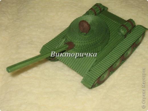 """Давно бродили мысли по созданию ещё одной игрушки для мальчишек ТАНКА. И тут получаю приглашение от Леночки Крошко на """"дегустацию"""" подобной работы. Вдохновившись новыми впечатлениями и собрав всю имеющуюся у меня информацию, приступила к проектированию и чертежам! Итог - Произвольное """"прочтение""""  танка Т-34. фото 12"""