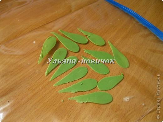 Решила я сделать маленькую веточку бамбука, его часто используют для композиций с живыми цветами. Идея не новая, вот МК, который с подвиг меня http://www.lovelytutorials.com/forum/showthread.php?t=3865. Но я немного его сделала по своему)) и так   фото 3
