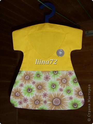 Вот еще платье для хранения прищепок, Делала не много по-другому, на этот раз вешалку вставила во внутрь, предварительно отпилив часть (первое платье тут  http://stranamasterov.ru/node/360436  ) фото 2