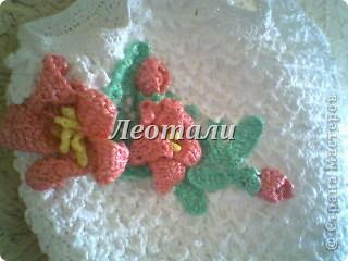 Белая сумка с лилиями из мусорных пакетов  фото 2