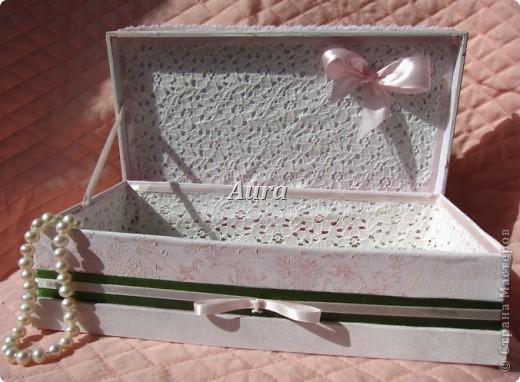 Привет всем! После вышивки феечек осталась у меня куча ленточек - производитель укомплектовал наборы с хорооошим запасом:). А муж принес домой чай в добротной упаковке - любят местные жители упаковывать подарки в крепкие коробки ::)))  Это знак свыше, решила я:) , и вот что из этого получилось. фото 4