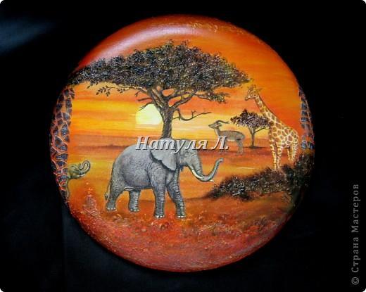 """Как и в прошлой """"Африке"""" много дорисовки и объем крон деревьев и земли - шпатлевка. Диаметр 22см фото 5"""