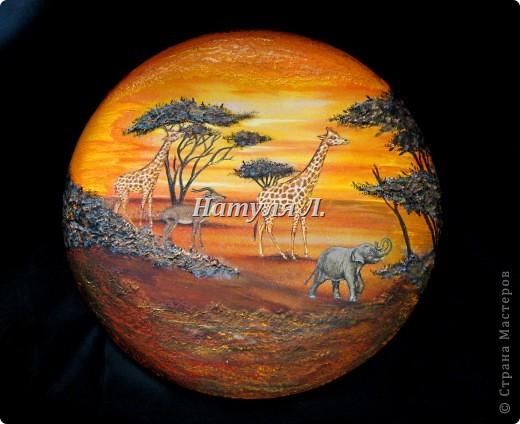 """Как и в прошлой """"Африке"""" много дорисовки и объем крон деревьев и земли - шпатлевка. Диаметр 22см фото 1"""