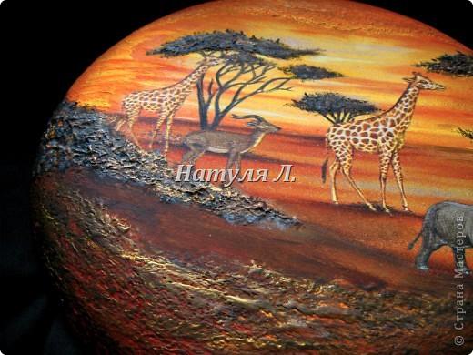 """Как и в прошлой """"Африке"""" много дорисовки и объем крон деревьев и земли - шпатлевка. Диаметр 22см фото 4"""